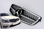 Mercedes W204 C63 AMG решетка радиатора с 1 полосой