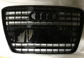 Audi A8 D4 W12 решетка радиатора черная глянец
